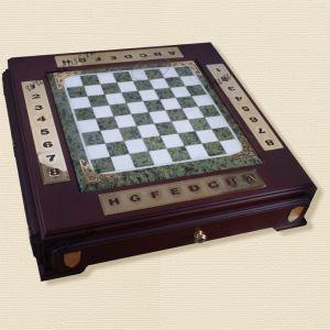 Шахматы настольные, основание камень, литьё, покрытие никель, золото.