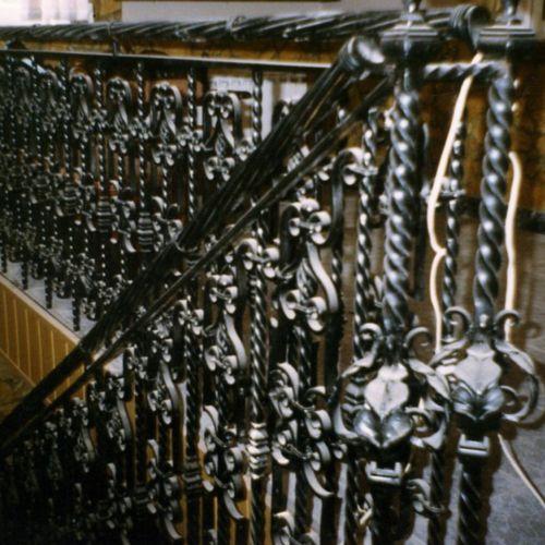 Внутренние лестничные кованые перила - 07.