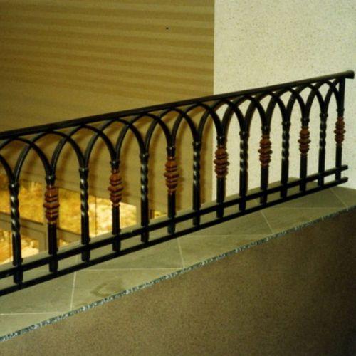 Внутренние лестничные кованые перила - 09.