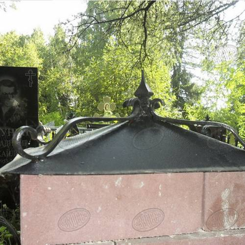 Кованый колпак на столбах ограды - 01.