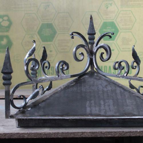 Кованый колпак на столбах ограды - 05.