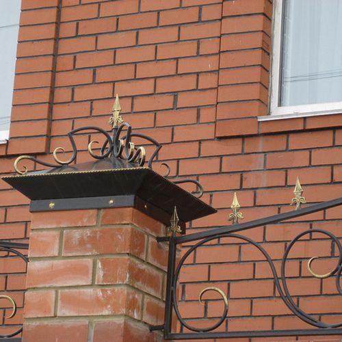 Кованый колпак на столбах ограды - 03.