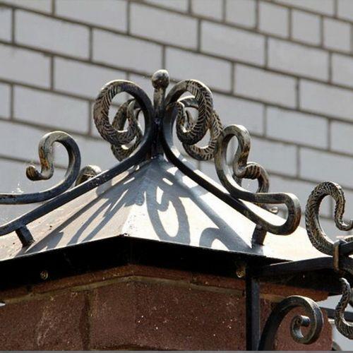 Кованый колпак на столбах ограды - 02.
