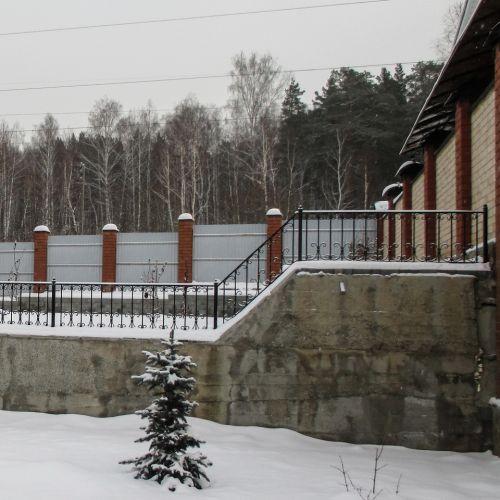 Кованый парапет по периметру открытой террасы - 28