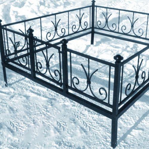 Кованая оградка и столик на кладбище - 10.