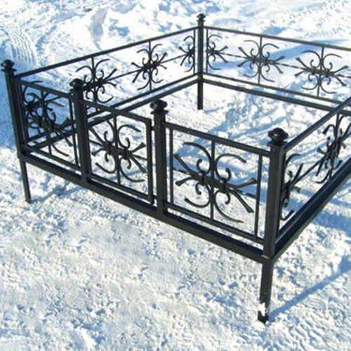 Кованая оградка и столик на кладбище - 11.