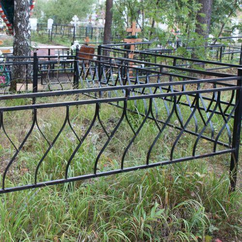 Кованая оградка и столик на кладбище - 17.
