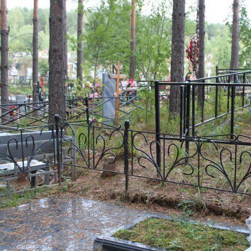 Кованая оградка и столик на кладбище - 18.