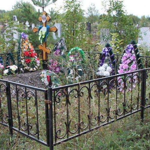 Кованая оградка и столик на кладбище - 26.