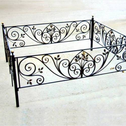 Кованая оградка и столик на кладбище - 33.