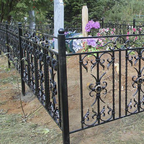 Кованая оградка и столик на кладбище - 34.