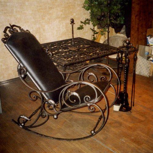 Кованый стол и кресло-качалка - 01.