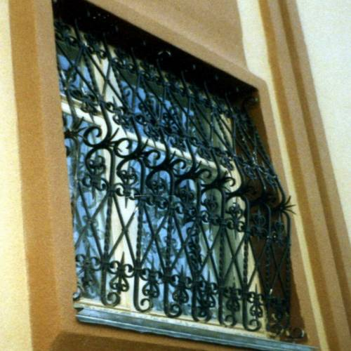 Кованая оконная решётка - 14.